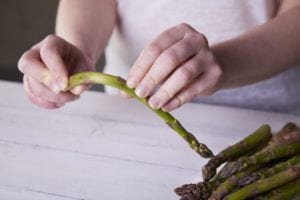 hot to clean and trim asparagus