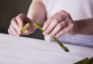 how to clean and trim asparagus