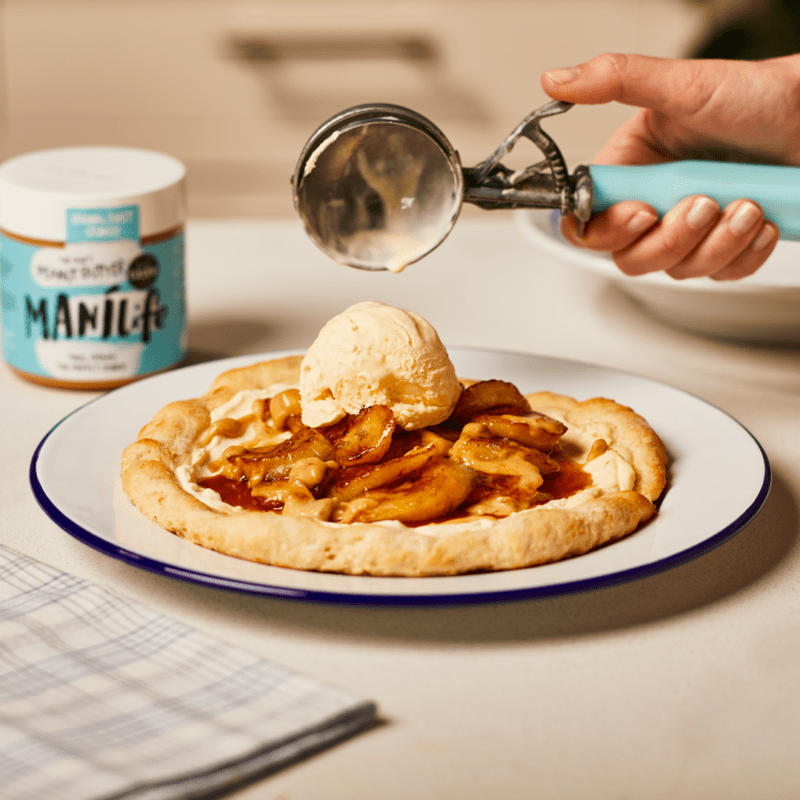 Caramelised banana and peanut butter dessert pizza with Manilife peanut butter